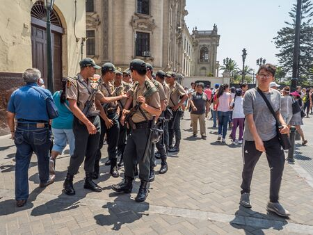 LIma, Peru - March  29, 2018: Armed riot police on the streets of Lima. Policia. South America. 新聞圖片