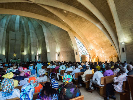 Senegal, Africa - January 2019: African people in colorful clothes (boubou) during a mass at a Catholic church in West Africa Éditoriale