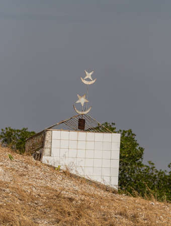 Joal-Fadiouth, Afrika - Jan, 2019: Muslim grave at a mixed Muslim-Christian cemetery. The city and municipality of Joal-Fadiouth in the Thiès region at the end of the Petite Côte of Senegal
