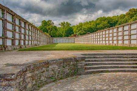 Santiago de Compostela, Spain - Jun 2009: Ancient cemetery, park, Parque de San Domingos de Bonaval.Santiago de Compostela, Galicia, Spain. Europe 新聞圖片