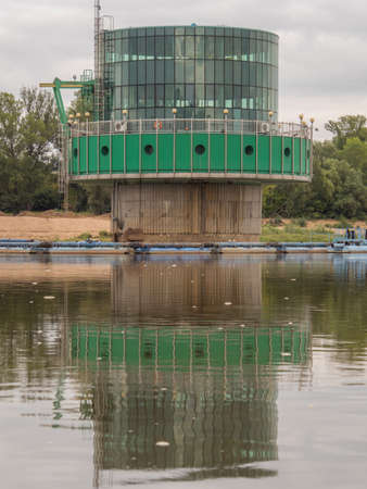 Warsaw, Poland - Aug 25 2018: Water intake in Warsaw. Fat Kaśka and skinnies Wojtki, ie Warsaw Water works seen from the deck of a boat sailing on the Vistula. East Europe 新闻类图片