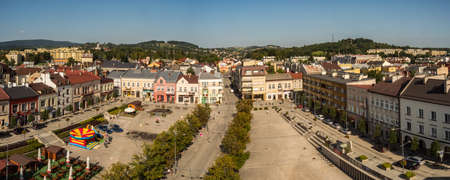 Gorlice, Poland - Aug 22, 2018: Panoramic view from the tower to the market square in Gorlice 新闻类图片