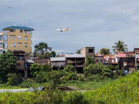 Belen, Peru - Dec 2019: Airplane flies over floating houses on the floodplain of the Itaya River, the poorest part of Iquitos - Belén. Venice of Latin America. Iquitos, Amazonia. South America. 新闻类图片