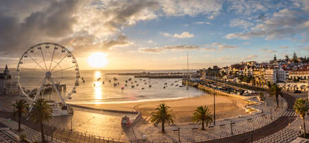 Cascais, Portugal - Jan 2019: Ponoramic, aerial view for Casacais city with marina, Ribeira beach and Palácio Seixas, Baía De Cascais 新闻类图片