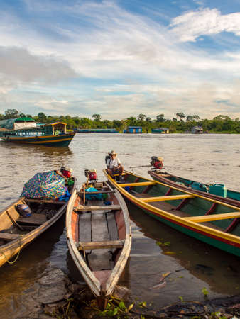 Caballococha, Peru - May 04, 2016: Wooden boats in the port in a small town on the bank of the Amazon River, Amazonia, Latin America. 新闻类图片