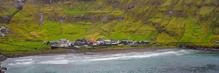 Tjørnuvík, Faroe Islands - Sep 2020: Panoramic view for picturesque village of Tjørnuvík in green valley during rain, Streymoy Island. Faroe Islands. North Europe. 新闻类图片