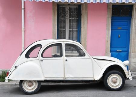 Klassieke auto in Arles