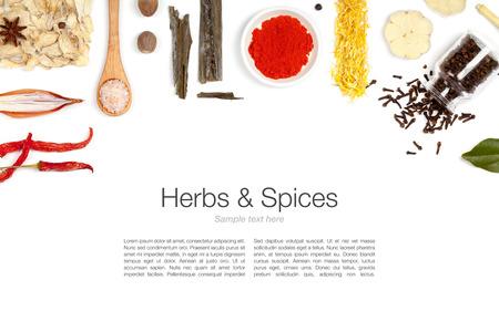 epices: des herbes et des �pices sur fond blanc Banque d'images