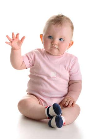sweet baby girl: Dulce ni�a sentado y agitando el brazo aislado con sombra