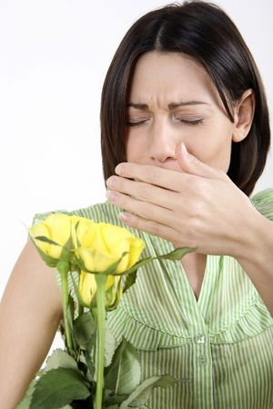 sneezing: Donna che sta per starnuto  LANG_EVOIMAGES