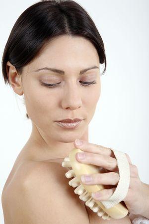 fregando: Mujer que friega su cuerpo