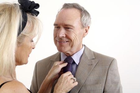 Woman adjusting man's necktie Imagens