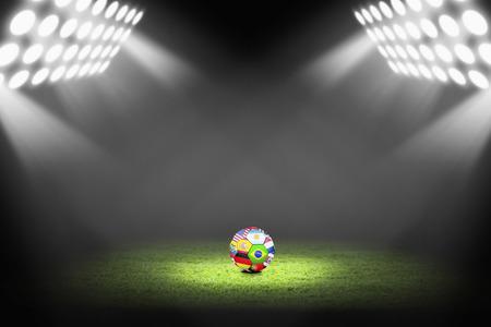 bandera de costa rica: Banderas bola Mundial sobre el campo de fútbol
