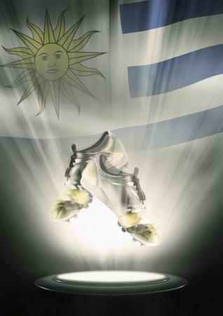 bandera de uruguay: Tacos de fútbol con la bandera de Uruguay telón de fondo Foto de archivo