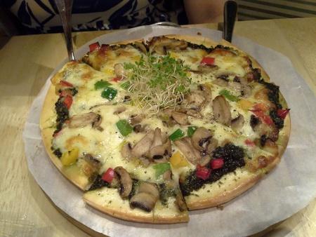 scrumptious: Scrumptious vegetarian pizza for lunch Stock Photo