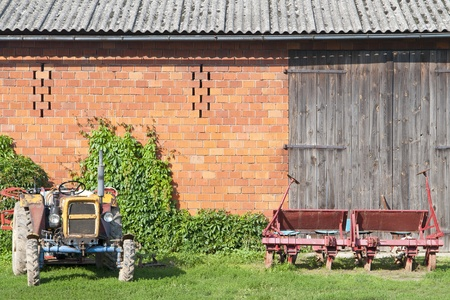 old red barn: Farm Stock Photo