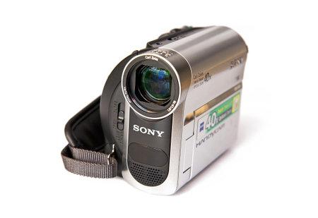 flauta dulce: Sony DCR-HC51 Handycam Digital 800 Kpix - zoom óptico: 40 x - Mini DV aislada en el fondo blanco Editorial