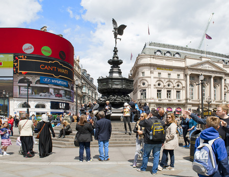 shaftesbury: LONDON, ENGLAND - MAY 30: Piccadilly Circus on May 30, 2015 in London Editorial