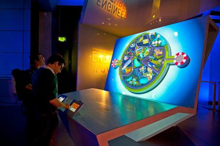 Londres, Inglaterra - 31 de mayo de 2015: Museo de Ciencias de Londres Editorial