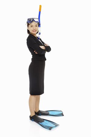 Geschäftsfrau mit Tauchausrüstung Standard-Bild