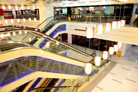 centro comercial: Detalles interiores del edificio de la terminal principal del Emporio