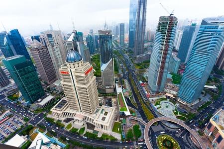 Blick von den Oriental Pearl TV Tower.shanghai Lujiazui Finanzplatz beiseite den Huangpu River.