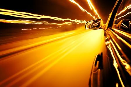 Nacht Verkehr, schießen aus dem Rush-Auto, Bewegung Steet Licht verwischen.