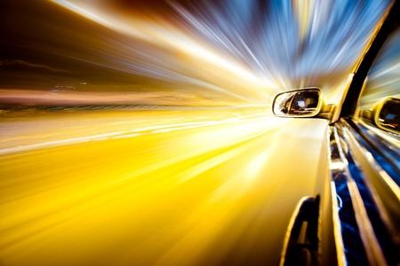 Nacht-Verkehr, aus dem Fenster der Ansturm Auto, Motion Blur steet Licht zu schießen.