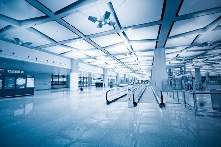 Abflugbereich des Flughafens in Shanghai, China mit niemandem Hintergrund. Editorial