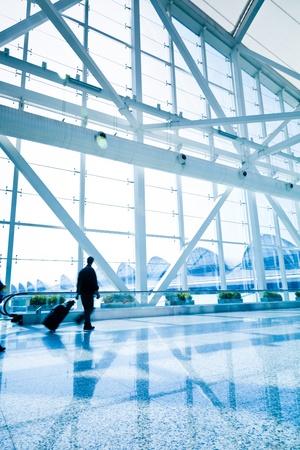 gente aeropuerto: pasajero en el airport.interior Shanghai Pudong del aeropuerto.