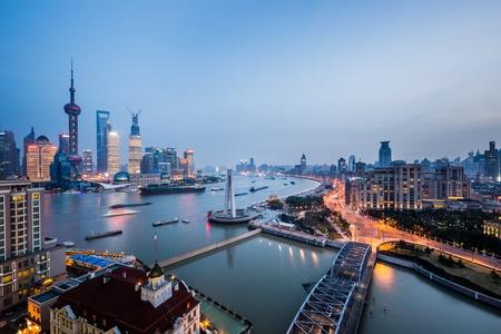 Nacht Blick auf Shanghai China, Huangpu-Fluss und Bund.