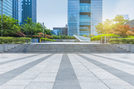 lege stoep voor moderne architectuur Stockfoto