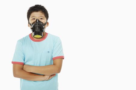 ガスマスクを身に着けている男の子 写真素材
