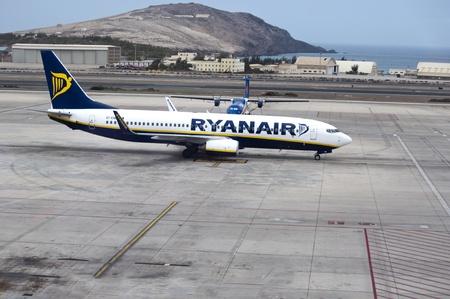 canarias: LAS PALMAS GRAN CANARIAS,SPAIN - JUL 23 Ryanair plane on runway  Las Palmas airport,23-07-2012 , Gran Canarias,Spain