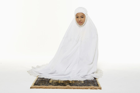 reciting: Woman sitting between the two Sujuds