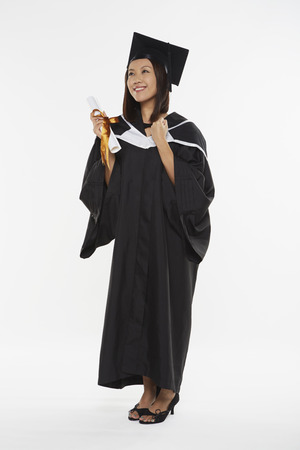 robe de graduation: Femme en robe de graduation acclamations Banque d'images