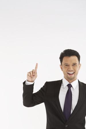 dedo indice: Empresario sosteniendo dedo ?ndice