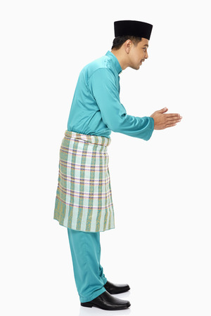 Man in traditional clothing showing hand greeting gesture Imagens - 22839700