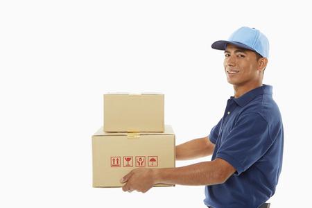 cajas de carton: Persona de la salida llevando cajas de cart�n Foto de archivo