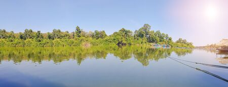 Panoramic forest green riverbank. And the well-being of the people along the river. Banque d'images - 140172785