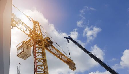 Lifting Crane For building construction. On a background, white clouds and blue sky. Banque d'images - 148508730