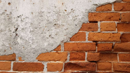 The walls of the old house are made of clay bricks, plastered with cement. Banque d'images - 155841046
