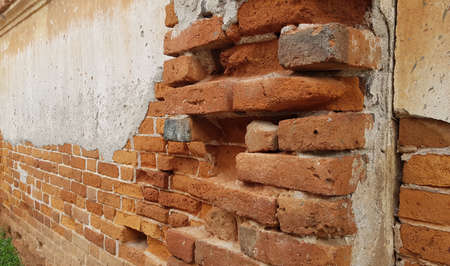 The walls of the old house are made of clay bricks, plastered with cement. Banque d'images - 155840861