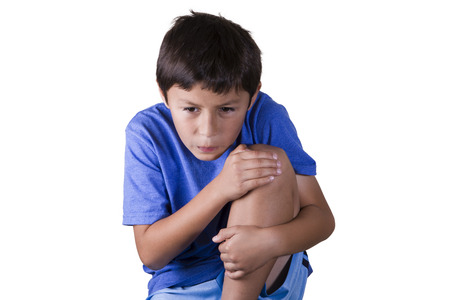 상처 삔 무릎 어린 소년