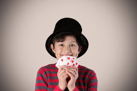 mago: Mago expresivo joven con los colores y efectos cl�sicos