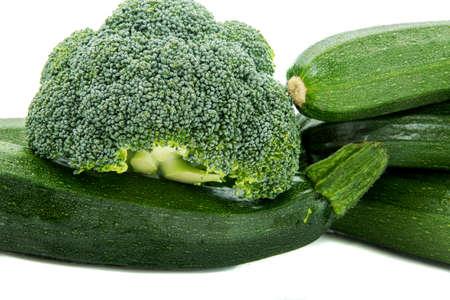 verduras verdes: calabac�n, verde, br�coli, verduras de hoja verde, fondo blanco, aislados Foto de archivo