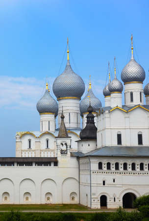 An old Russian Orthodox Church. Assumption Cathedral (1682-1688) in Rostov Kremlin, Rostov, one of oldest town and tourist center of Golden Ring, Yaroslavl region, Russia 免版税图像