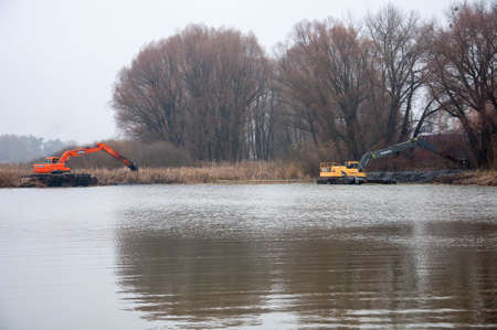Pryluky, Chernihiv / Ukraine - 11/19/2020: Amphibious Excavators. River Cleaning. Quality image for your project Editoriali