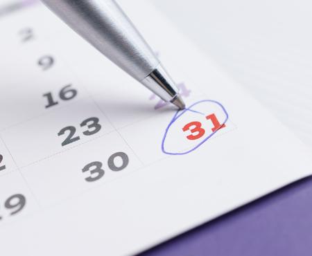 pagina del calendario con 31 selezionati di dicembre 2016 che segna con una penna a sfera