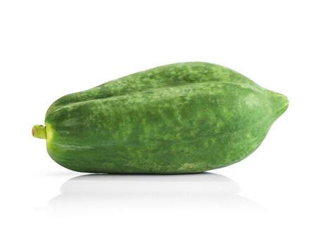 Papaye cru isolé sur fond blanc Banque d'images - 79373152